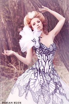 black ad white wedding apparel | Black And White Bridal Gowns (Source: media-cache-ec6.pinterest.com)
