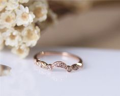This stunning curved rose gold wedding band by JulianStudio via etsy will work perfectly with a large stone engagement ring. #weddingring #rosegoldring
