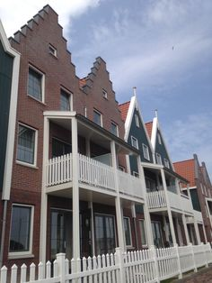 CreaCrola-tas op locatie, model AanDeWandel met geborduurd Hollands meisje: daggetje naar Volendam www.CreaCrola.nl