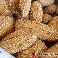 Ladokouloura (olive oil cookies) from Skala, Lakonia Greek Sweets, Greek Desserts, Greek Recipes, Custard Cake Filling, Sour Cream Chocolate Cake, Meals Without Meat, Greek Cookies, Biscuit Cookies, Pastry Cake