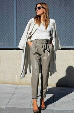 Discover and organize outfit ideas for your clothes. Decide your daily outfit with your wardrobe clothes, and discover the most inspiring personal style Casual Winter Outfits, Winter Outfits Women, Chic Outfits, Fashion Outfits, Womens Fashion, Fashion Trends, Trending Fashion, Paar Style, Leather Trousers Outfit