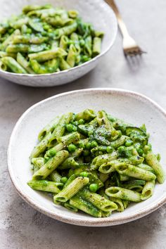 If you need a speedy, weeknight supper with lots of veggies, this is the recipe for you! It takes just 25 minutes to make, gets three portions of greens in and tastes delicious. Veggie Recipes, Pasta Recipes, Vegetarian Recipes, Cooking Recipes, Healthy Recipes, Ella Vegan, Clean Eating, Healthy Eating, Healthy Food
