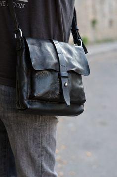 1b58605ed6 Небольшая чёрная сумка из мятой кожи