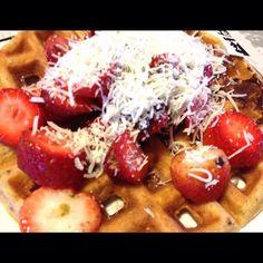 Seita paleo?? Isso é coisa do passado! Vamos começar a seita dos waffles!!! Bom dia!!! Good morning!!! ☀️☀️☀️❤️ #paleo #paleofood #paleolife #paleolifestyle #waffles #paleowaffle #paleowaffles #goodmorning #bomdia #ladopaleodaforça ❤️