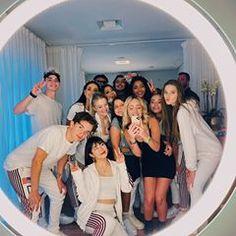 Squad Pictures, Squad Photos, Tumbrl Girls, Cute Friend Pictures, Disney Rapunzel, Bad Girl Aesthetic, Ulzzang Korea, Maria Clara, Cute Cartoon Wallpapers