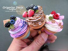 Декор кружек,ложек,свадебный и т.д. Polymer Clay Sweets, Polymer Clay Jewelry, Diy Clay, Clay Crafts, Mini Doll House, Diy Epoxy, Cute Desserts, Clay Food, Cold Porcelain