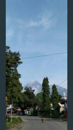 Gunung merapi - 9 januari 2019 07:05wib -surowono. Tangkil. Klaten. Jawa tengah. Indonesia Yogyakarta, Mountains, News, Nature, Travel, Naturaleza, Viajes, Destinations, Traveling