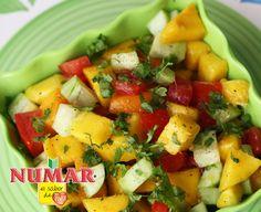 En un sartén a fuego medio colocá la NUMAR, la cebolla, el ajo y el chile dulce durante 5 ...