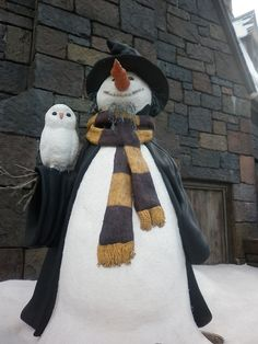 Snowman and his owl friend. A Hogwarts Snowman and owl! I Love Snow, I Love Winter, Winter Fun, Winter Snow, Winter Time, Snow Scenes, Winter Scenes, Christmas Snowman, Winter Christmas