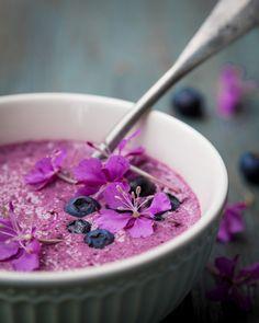 Blueberry-buttermilkshake. https://www.jotainmaukasta.fi/2016/07/06/mustikkapiimapirtelo/