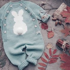 Best 11 Ripple Rainforest Scarf pattern by Ellie from Hook Yarn Carabiner – SkillOfKing. Winter Baby Clothes, Knitted Baby Clothes, Knitted Romper, Baby Winter, Baby Knitting Patterns, Knitting For Kids, Baby Patterns, Baby Bunny Costume, Pinterest Baby