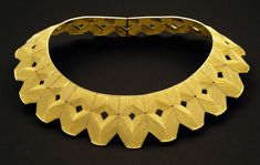 Mary Lee Hu, Choker 70, 1985, 18K and 22K gold, 6 x 9.5 x 3 inches, Collection of The Metropolitan Museum of Art, Gift of Donna Shneier, 2007 (2007.384.22), photo: Mary Lee Hu