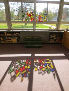 How To Produce Elementary School Much More Enjoyment I Love This Light And Shadow Balancing Act From Tom Bedard. Classroom Setting, Classroom Design, Creative Classroom Decorations, Sand And Water Table, Water Tables, Reggio Emilia Classroom, Reggio Inspired Classrooms, Art For Kids, Crafts For Kids