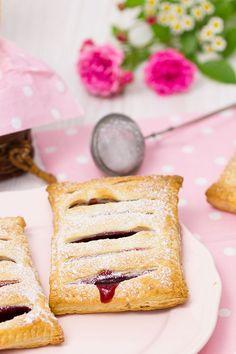 Kirsch-Vanille-Taschen – Rezept - New Site Cookie Desserts, Easy Desserts, Dessert Recipes, Baking Desserts, Sweet Desserts, Cookie Recipes, Dessert Simple, Holiday Baking, Christmas Baking