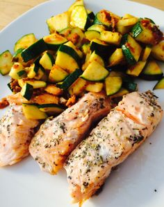 Low Carb Rezept Beschwipster Lachs mit Zucchini #konzelmanns #lowcarb #eatclean #lowcarbfood http://www.konzelmanns.de/Low-Carb-Rezepte/Beschwipster-Lachs-mit-Zucchini:8:541.html
