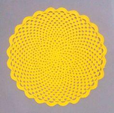 Sousplat amarelo em linha Clea fio duplo 34 cm de diâmetro.    Tempo para produzir 6 ou 8 peças, 5 dias úteis.    Outras cores perguntar no ícone contatar vendedor. R$ 13,00