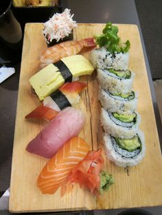 Sushi combo platter by Macam on Flickr.