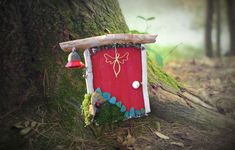 DIY: 🌈 Make magical, enchanted imp door Diy And Crafts, Crafts For Kids, Arts And Crafts, Christmas Napkins, Christmas Crafts, Fairytale House, Diy Door, Diy Dress, Fairy Houses