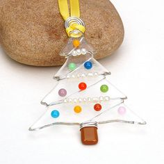 Fused Glass Christmas Tree Ornament Suncatcher door buffaloartglass