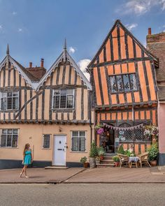 The beautifully quaint Munnings Tea Rooms, Lavenham in the medieval town of Lavenham, Suffolk☀️ Medieval Houses, Medieval Town, Victorian Houses, British Architecture, Historical Architecture, Interesting Buildings, Beautiful Buildings, Beautiful Castles, Beautiful Places