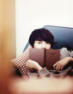 Aw Gongchan is reading! ^-^