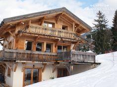 ENTRE MONTAGNE ET VALLEE  -  Prachtige traditionele chalet gelegen op de skipistes 'de princesse' te Megève. U kan als skiënd naar het prestigieuze skidomein van Mont d'Arbois en 's avonds al skiënd terugkeren naar de gezellige chalet. Deze chalet heeft 4 slaapkamers met badkamer en is geschikt voor 8 personen.
