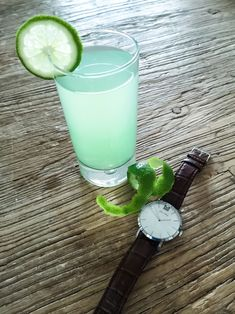 Mechanical Watches for Men and Women Thirsty Thursday, Fresh Lime Juice, Mechanical Watch, Gin, Watches For Men, Top Mens Watches, Jeans, Men Watches, Mechanical Clock