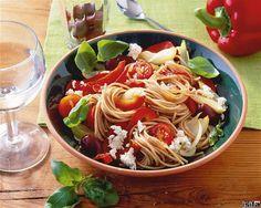 Priprema u jednom loncu: Tjestenina s rajčicom i sirom gotova u samo 9 minuta Feta, Eat Smarter, Japchae, Healthy Recipes, Chicken, Ethnic Recipes, Fitness Life, Tomatoes, Healthy Eating
