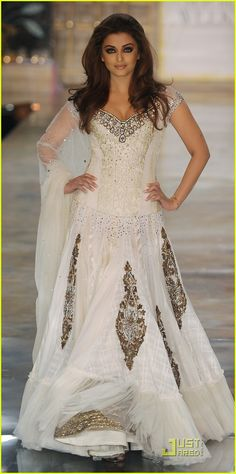 Aishwarya Rai runway dress. I love this!