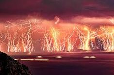 """This persistent lightning storm at the mouth of the Catatumbo River in Venezuela lasts for days a year"""" Catatumbo Lightning, Lac Rose, Red Lightning, Lightning Strikes, Mont Fuji, Photos Originales, Natural Phenomena, Science And Nature, Natural Wonders"""