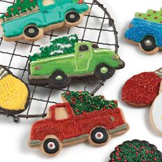 Surprise your little baker/decorators with this unique holiday cutter. Shaped like a truck loaded up with a freshly cut tree in the back, this is sure to be a popular addition to your cookie cutter collection.