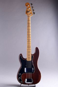 VINTAGE FENDER/USA Precision Bass Guitar Left Hand Walnut/M 1976