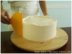 How to frost a cake smoothly