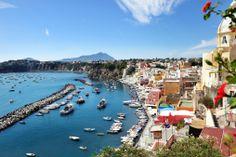 Buongiorno amici, vi auguriamo una buona giornata da #Procida. Die Insel im Golf von Neapel liegt neben #Ischia. Wie Ischia ist sie vulkanischen Ursprungs.   Mehr über die wunderbaren Inseln im Golf von Neapel unter http://www.italia.it/de/reisetipps/meer/die-inseln-im-golf-von-neapel-procida-capri-ischia.html  #ILikeItaly #enit #EntdeckeItalien   © tanialerro/iStock/Thinkstock