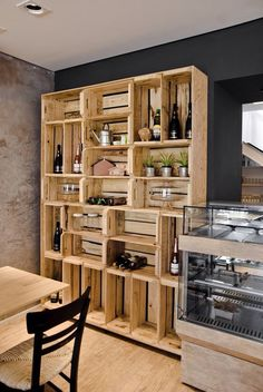 Recycled Pallets Wooden Shelves and Planters: Pallet Wardrobe, Diy Wardrobe, Wardrobe Design, Recycled Pallets, Wood Pallets, Recycled Wood, Palette Deco, Diy Casa, Wooden Shelves