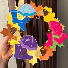 No photo description available. Fall Paper Crafts, Bird Crafts, Autumn Crafts, Autumn Art, Art Activities For Kids, Autumn Activities, Diy Crafts For Kids, Halloween, Autumn Display