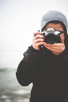 """""""La belleza es una dictadura que acaba con el tiempo. Lo único que se puede hacer para retenerla es fotografiarla, porque queda como muerta sobre un papel"""" (Adrián)"""