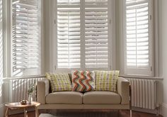 Bay window blinds are one decoration that can you add for your house. With choose right design of your window decoration you will get perfect Bay Window Decor, Interior Window Shutters, Interior Barn Doors, Interior Walls, Bathroom Interior Design, Red Shutters, Wooden Shutters, Diy Design, California Shutters