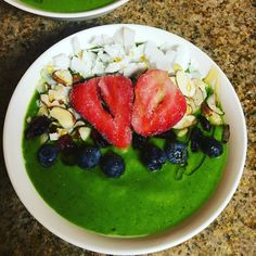 Spinach Banana Maca Smoothie Bowl #energize  #smoothiebowl #superfoodsmoothie #chia #coconut #maca #ginger by juice_junkie413
