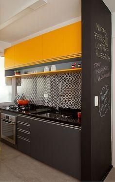 Decoração de: Cozinha; ladrilhos hidráulicos padrão geométrico; Casa de Valentina