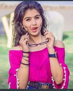 Hindusta Girls Whose Faces are Always Decorated With Social Media - Wallpaper Artis India Cute Girl Poses, Cute Girl Photo, Beautiful Girl Photo, Beautiful Girl Image, Beautiful Person, Dehati Girl Photo, Girl Photo Poses, Girl Photography Poses, Stylish Girls Photos