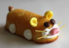 Really, you can use Twinkies for just about anything! Learn how to make these Zhu Zhu pet Twinkies HERE at Gourmet Mom-on-the-Go. Edible Crafts, Food Crafts, Edible Art, Cute Food, Good Food, Yummy Food, Tasty, Zhu Zhu, Food Humor