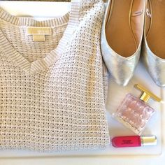Michael Kors sweater Cozy cream colored sweater. It's a knit material. Lightweight and comfortable. V neckline. The sleeves are wide. 100% cotton. I'm modeling as 18/20. Michael Kors Sweaters V-Necks