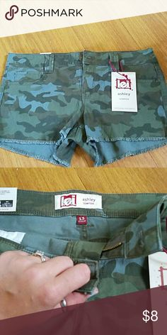 Camouflage shorts Brand new with tags. They don't fit me so I'm looking to sell them. lei Shorts