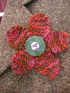 Free Jewelry Knitting Pattern: Flirty Flower Pin With Button Center Knitted Flower Pattern, Knitted Flowers, Crochet Motif, Flower Patterns, Knit Crochet, Knitting Patterns Free, Free Knitting, Crochet Patterns, Free Pattern