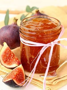 Homemade Fig Jam Recipe - This Homemade Fig Jam recipe is made with fresh figs with are in season right now. Take advantage of fresh figs available now in your grocery store and enjoy homemade fig jam. Healthy Cooking, Cooking Tips, Cooking Recipes, Chutneys, Jam Recipes, Sweet Recipes, Homemade Fig Jam, Amazing Food Creations, Cuisine Diverse
