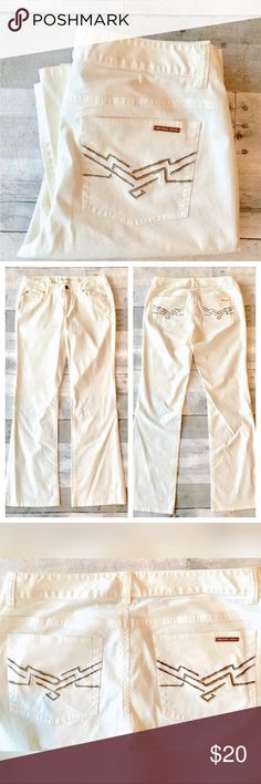"5 pocket lightweight summer pants gold accents Lightweight 98% cotton w/ 2% spandex for comfort. Flat lay measurements 8 1/2"" rise; 31 1/2"" inseam. 5 pocket styling with gold tone detailing. Michael Kors Pants Straight Leg"