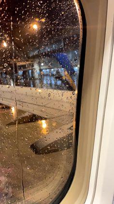 City Aesthetic, Travel Aesthetic, Aesthetic Photo, Aesthetic Pictures, Creative Instagram Stories, Instagram Story Ideas, Airplane Window, Airplane View, Applis Photo