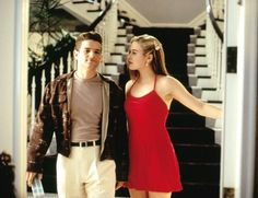 Alicia Silverstone (as Cher Horowitz) and Justin Walker (as Christian Stovitz) in Clueless Cher Clueless Outfit, Clueless 1995, Clueless Fashion, 90s Fashion, Fashion News, Clueless Style, Cher From Clueless, Dionne Clueless Outfits, High Fashion