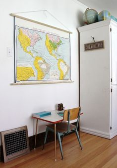 Add dowels to your paper map for a more aesthetic wall hanging. #diy #map #tutorial